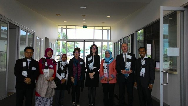 Mas Yanuardi (ujung kiri) bersama Kepala Sekolah Balcombe Grammar School Mounth Martha Melbourne