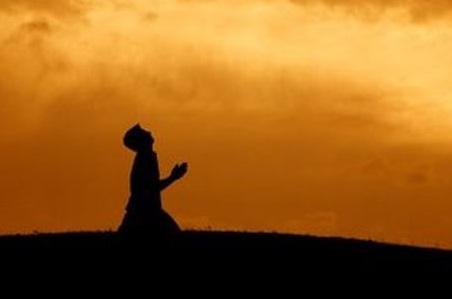 siluet-berdoa-bersimpuh-sujud-fitrah-manusia-dalam-islam