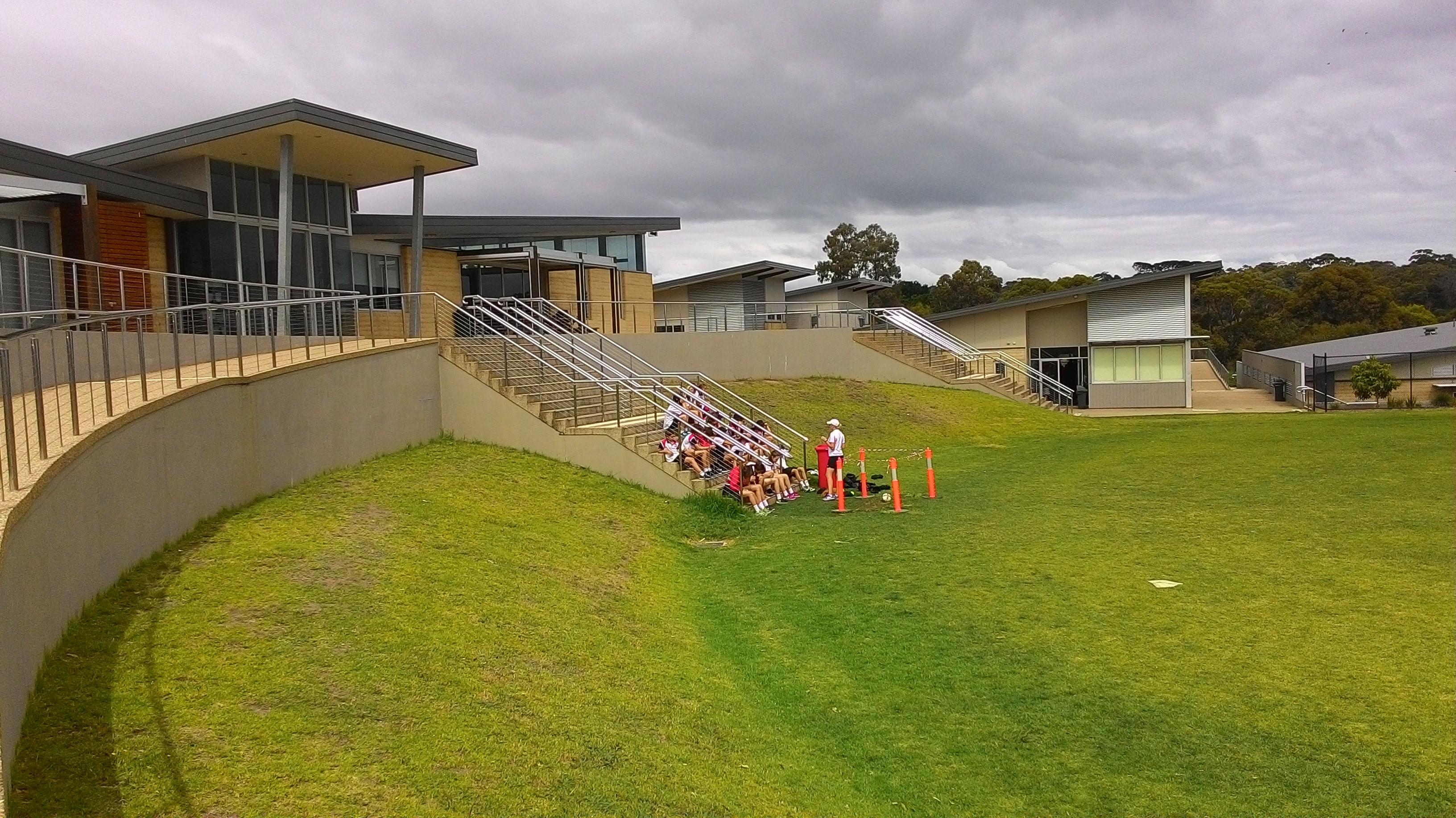 Briefing sebelum siswa olahraga di Balcombe